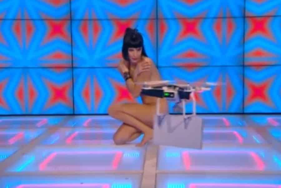France La chroniqueuse Télé et le drône protecteur