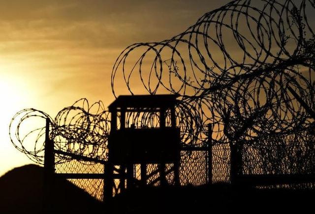 Un détenu refuse de quitter la prison