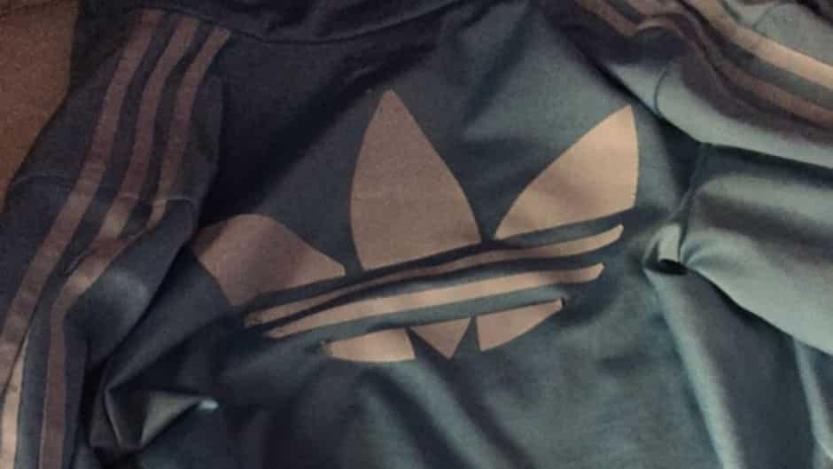 Après la robe aux couleurs controversées, une veste relance le débat