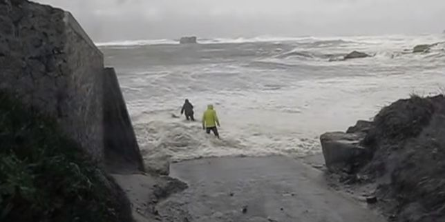 En pleine tempête en Bretagne, un couple est sauvé de la noyade
