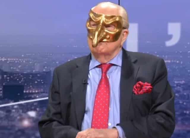 Jean-Marie Le Pen débarque le visage masqué sur un plateau de télévision