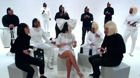 Sia, Jimmy Fallon et Nathalie Portman dans un live déjanté