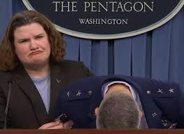 Un général américain s'effondre en plein point de presse