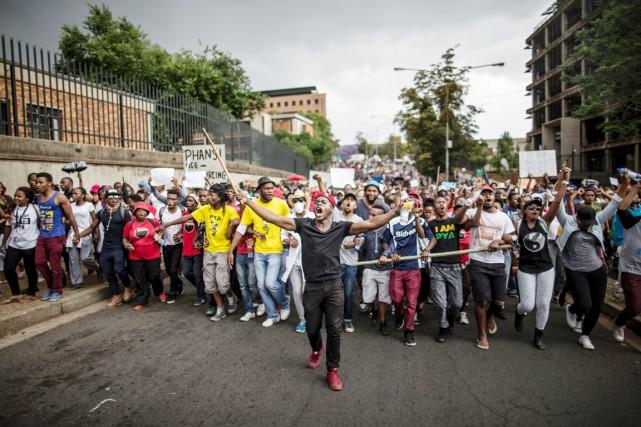 des étudiants manifestent sur le campus de l'Université de Witwatersrand à Johannesburg, le 21 octobre dernier.