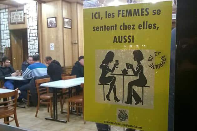 """Une affiche du collectif """"Place aux femmes"""" dans un bar d'Aubervilliers, le 23 février 2016 - photo AFP"""