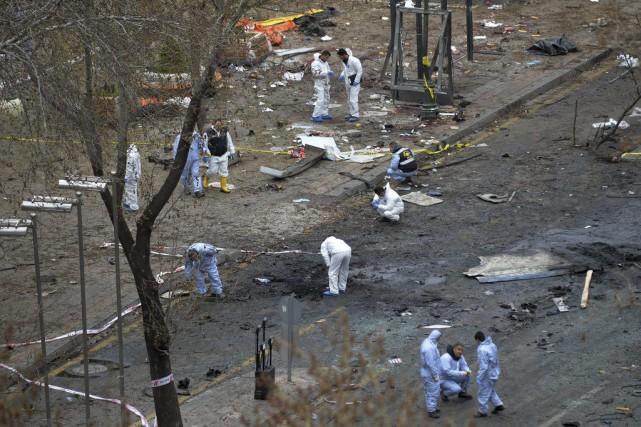 L'attentat à la voiture piégée a tué au moins 37 personnes. Photo AP