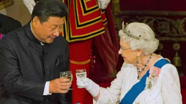 Élisabeth-II--et-chinois