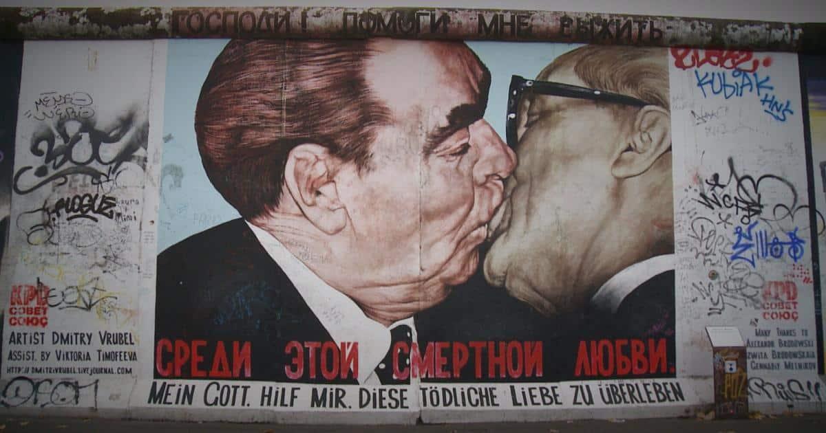 baiser mur de berlin