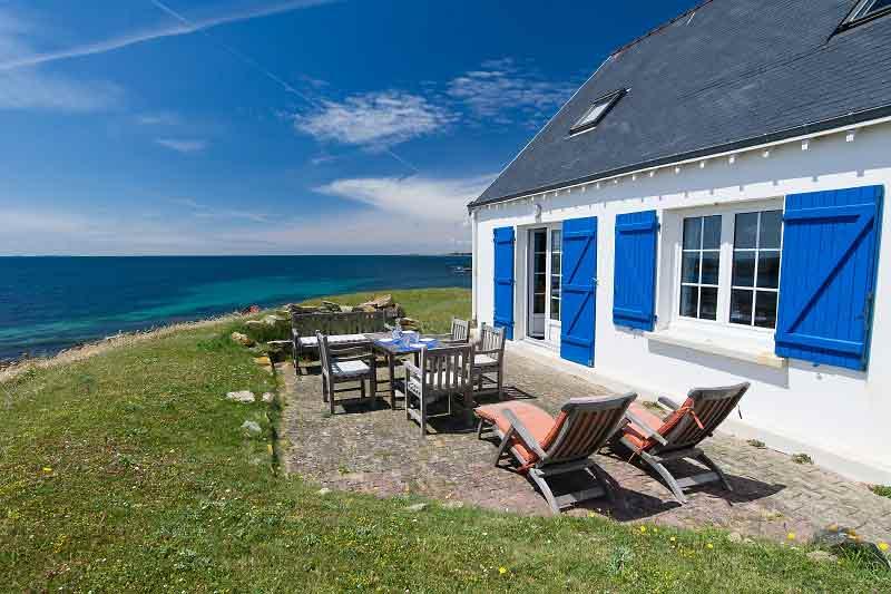 Une maison avec vue sur la mer louer pour 1 euro par an for Maison de vacances linge de maison