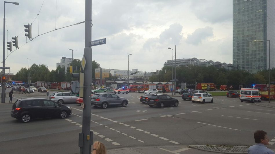 Fusillade à Munich, au moins 9 morts — Direct