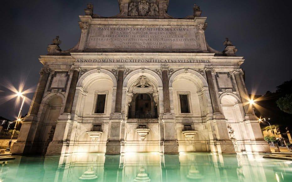 Fontana dell'Acqua Paola at night