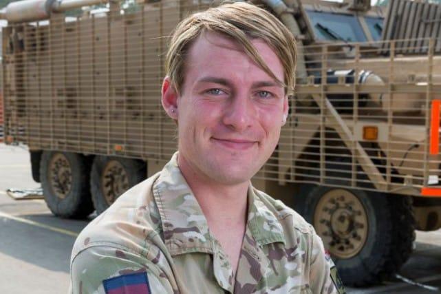 Chloe Allen est une soldate transsexuelle britannique de 24 ans qui avait intégré les Scots Guards il y a quatre ans, alors qu'elle s'appelait Ben