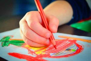 enfant-dessine